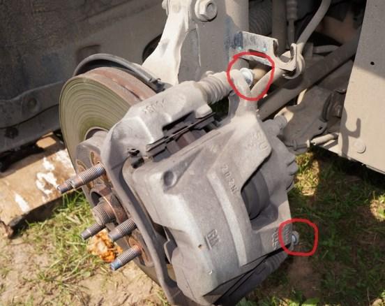 Как заменить передние колодки на Опель Астра Н?