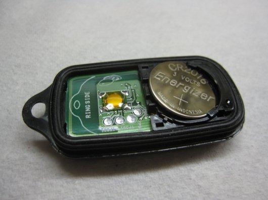 Как заменить батарейку в брелке ключа Тойота