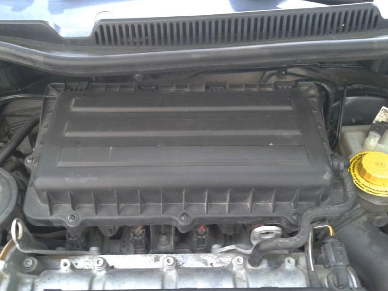 Демонтаж крышки двигателя Фольксваген Поло Седан