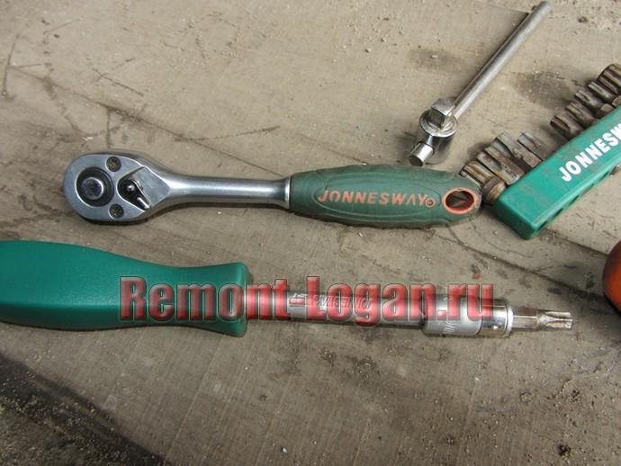 необходимый инструмент для замены блок фары на рено логан