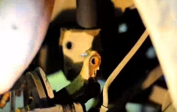 Вынимаем болты крепежа передней стойки к кулаку Рено Логан