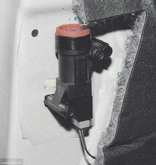 Аварийное реле бензонасоса на Форд Фокус 2