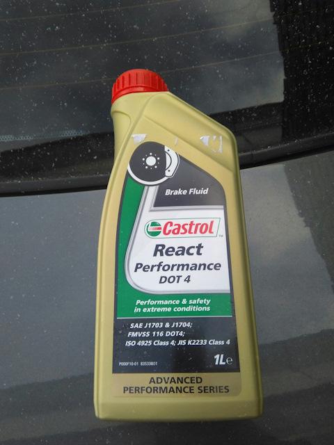 Ёмкость с тормозной жидкостью Castrol DOT-4 на Хёндай Солярис
