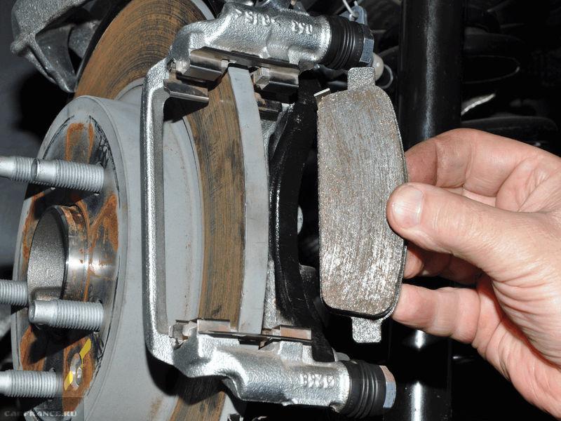 Демонтаж тормозных колодок стояночного тормоза Шевроле Круз