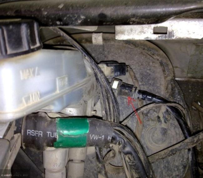 Снятие ведущей трубки к цилиндру сцепления Форд фокус 2