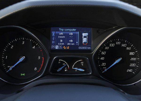Контрольный щиток автомобиля Форд Фокус 3