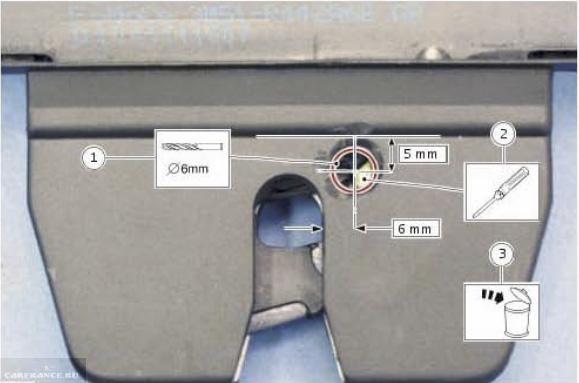 Крышка замка багажника и схема высверливания на Форд Фокус 2