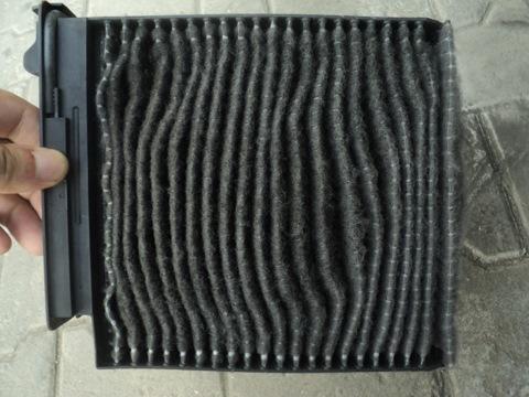 Старый грязный и забитый салонный фильтр Рено Логан