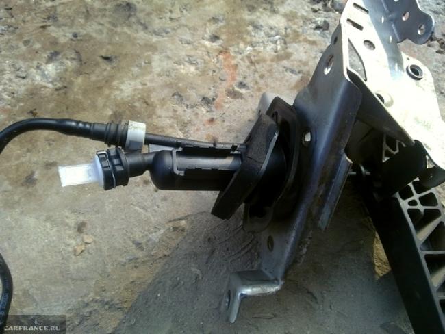 Демонтаж педали сцепления форд фокус 2 вместе с кронштейном