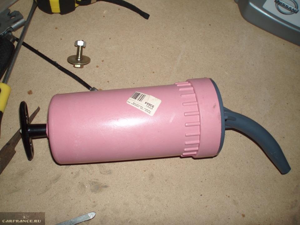Шприц для заливки масла в МКПП автомобиля Форд Фокус 2