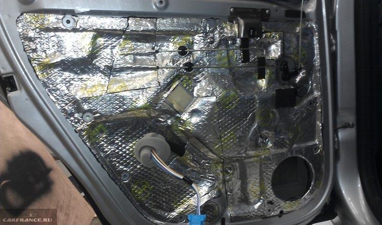 Снять обшивку передней двери дастер