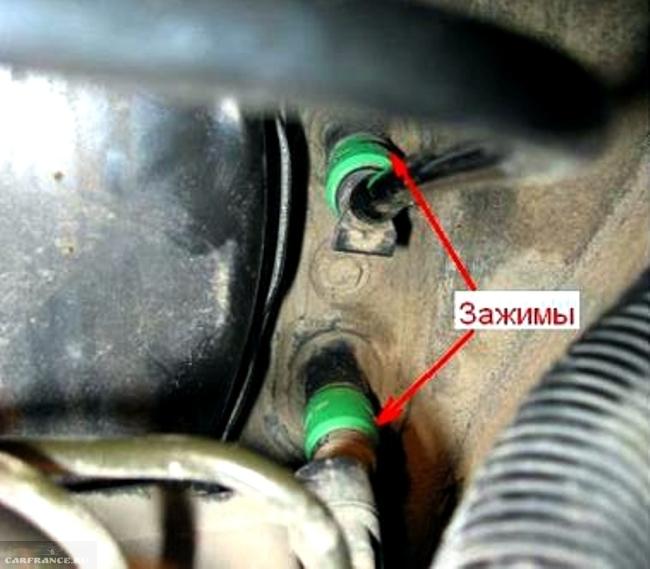 Демонтаж трубок высокого давления от главного цилиндра сцепления Форд фокус 2