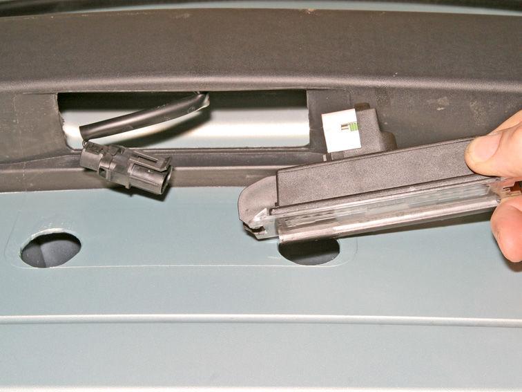 Подсветка номера и колодка с проводами Рено Логан