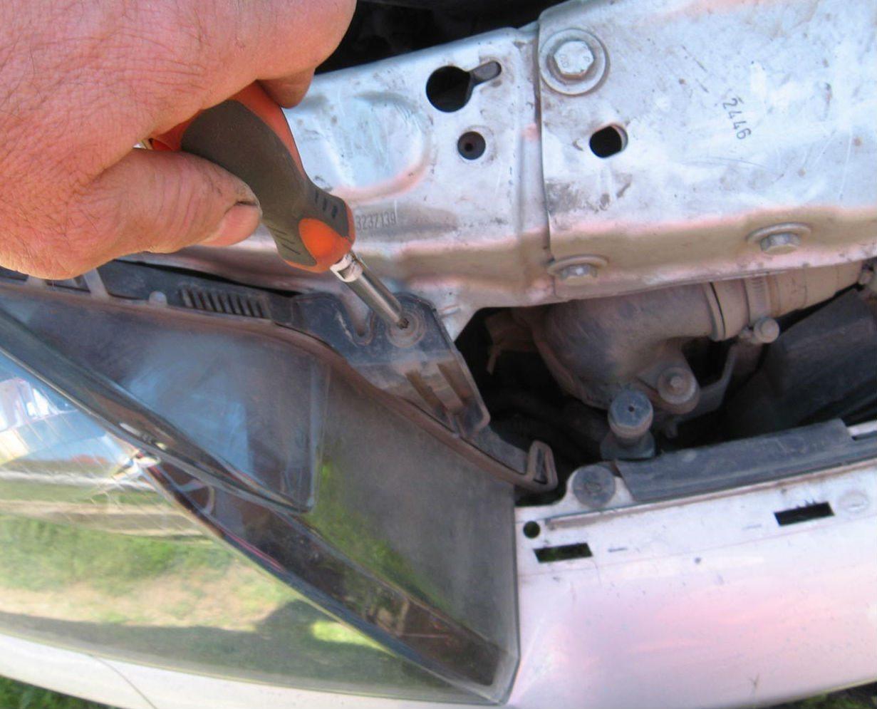 Замена лампы ближнего света Opel Astra H – снятие блок-фары с кузова