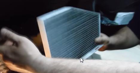 Устанавливаем салонный фильтр Шкода Октавия А5
