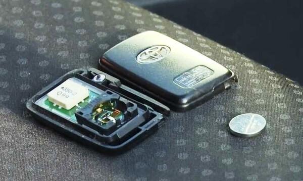 Пошаговая инструкция по замене батарейки в ключе на Камри