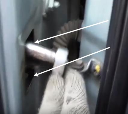 Гайки крепления ограничителя двери Рено Логан
