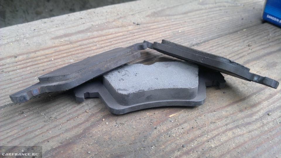 Задние тормозные колодки дискового механизма на Форд Фокус 2