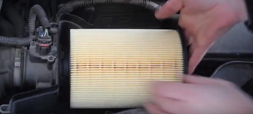Устанавливаем воздушный фильтр Форд Фокус 3