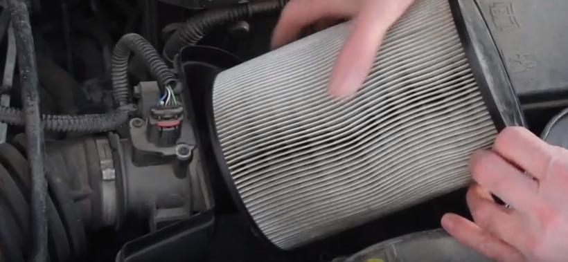 Снимаем воздушный фильтр Форд Фокус 3