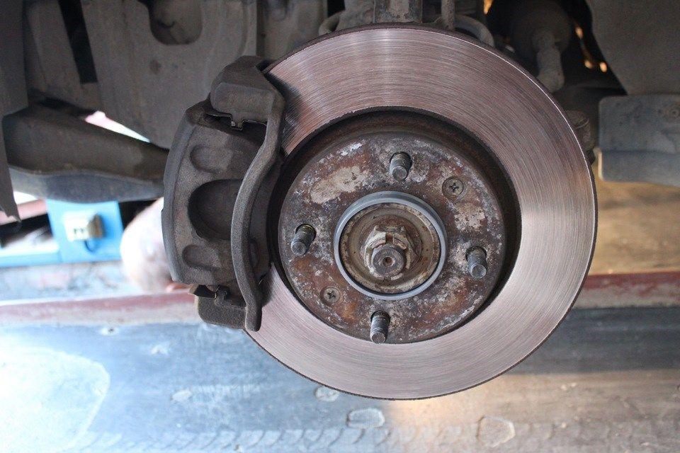 Замена задних колодок на Хёндай Солярис диск