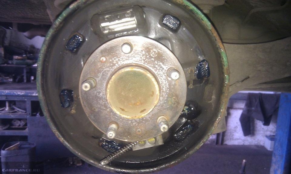 Задний тормозной механизм без колодок и барабанов на Форд Фокус 2