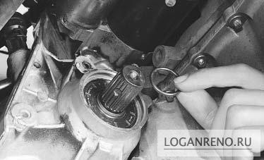 renault logan замена сальника привода левого