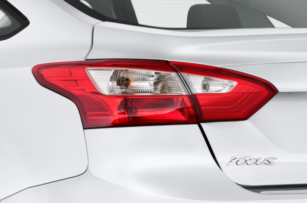 2012-ford-focus-sedan-se-taillight.png