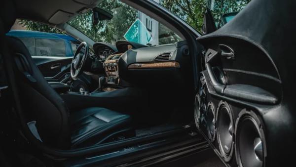 Как правильно настроить громкость сабвуфера в автомобиле (без тряски крыши)